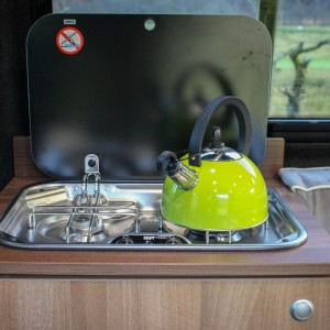 Smev 2 burner hob with glass lid and funky green kettle